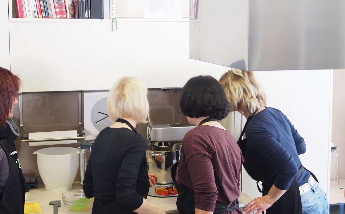...als erstes wird im neuen Cooking-Chef der Schnee für das Topfenmousse geschlagen...