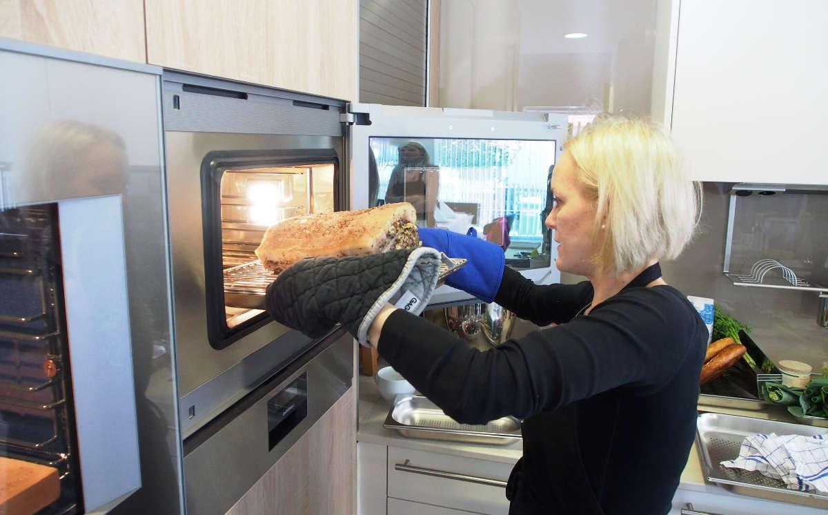 ...während parallell dazu schon der Schweinbraten in den Ofen geschoben wird...