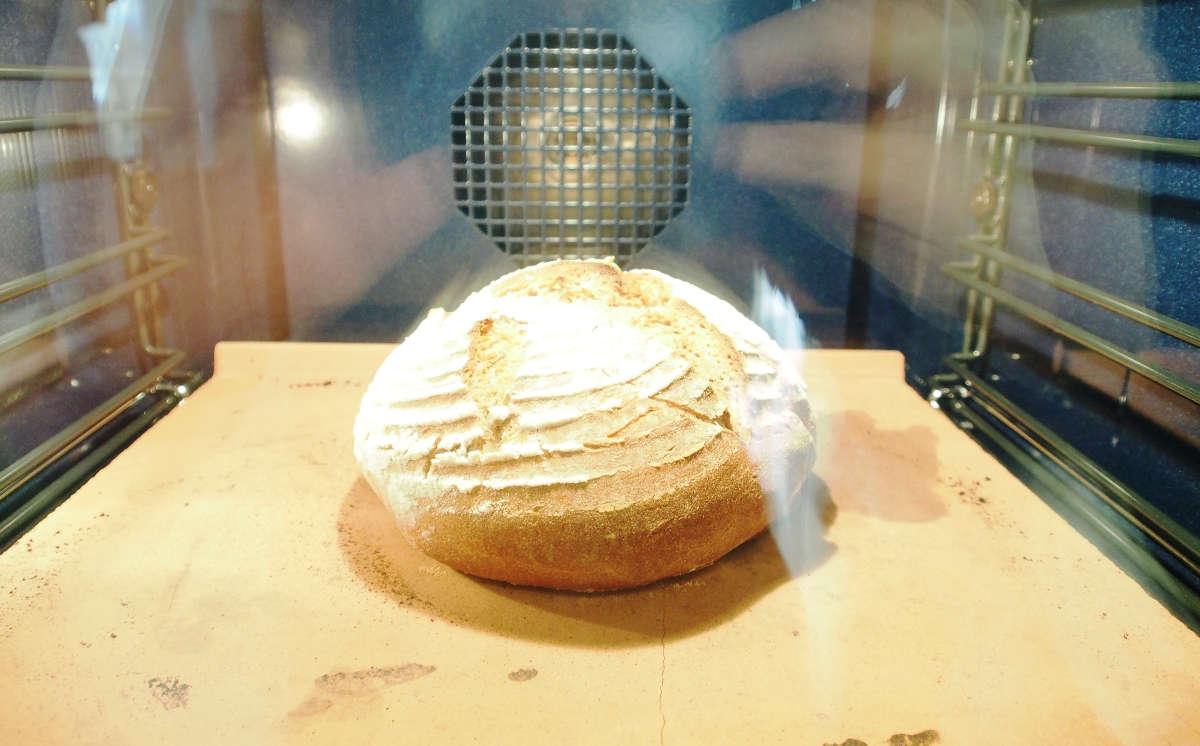 ...das Brot am Backstein kriegt schon seine Kruste...