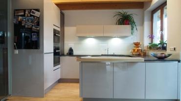 Häcker-Küche Laser Brillant mit Miele-Geräte